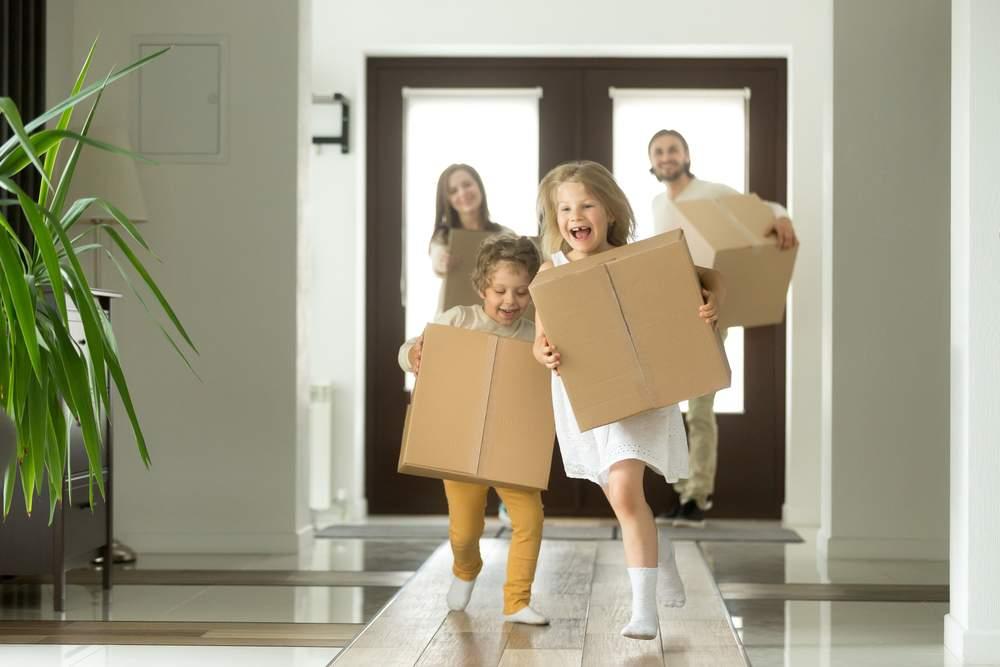 shutterstock trasloco famiglia bambini MAGISK.it